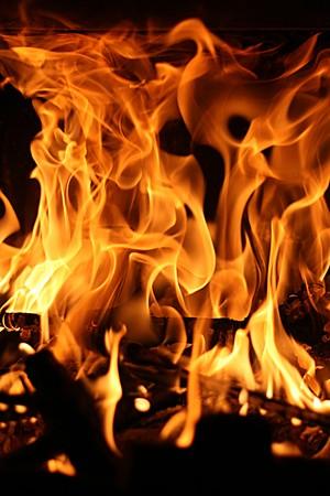 infierno: fuego, de llama, que arde en la chimenea, peligroso, el poder Foto de archivo