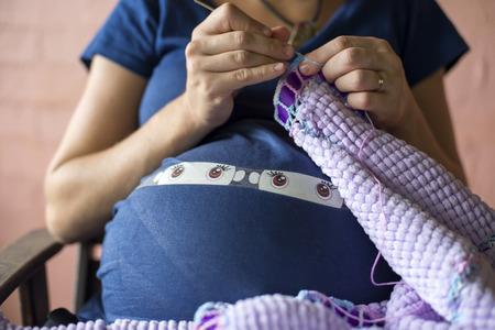 haciendo el amor: mujer embarazada de gemelos manta tejer
