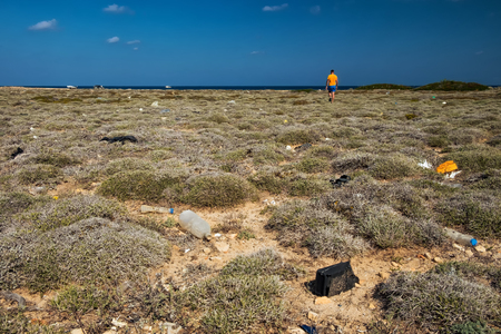 Sea desert with garbage Imagens