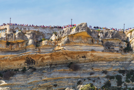 View to the Sitio da Nazare down top from the beach with crowd 版權商用圖片