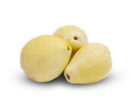 guayaba: Tres blancos Frutas Guayaba aislada en el fondo blanco Foto de archivo