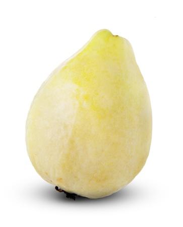 guayaba: Una fruta de guayaba aislada en el fondo blanco