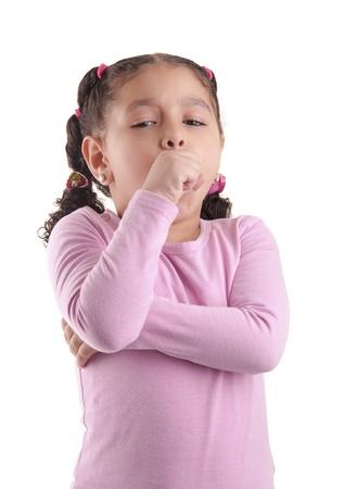 조금 아픈 여자는 흰색 배경에 고립 된 기침