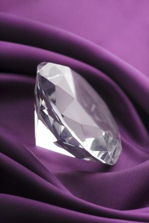 purple silk: Diamond Caro transl�cido sobre tela de seda p�rpura