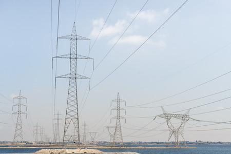 Électrique Transmission Towers Plus de Blue Sky