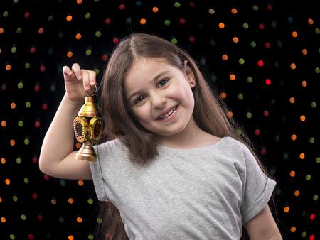 fille arabe: Petite fille douce Célébrer avec Ramadan lanterne
