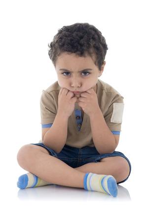 Giovane ragazzo Upset isolato su sfondo bianco Archivio Fotografico - 29577281