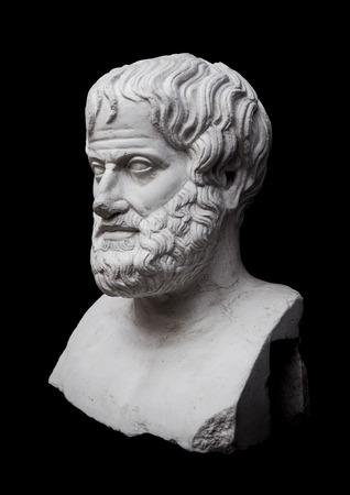 Filosoof Aristoteles Sculptuur geïsoleerd op zwarte achtergrond