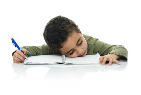 ESTUDIANDO: Muchacho Joven Estudiar Cansado Aislado en el fondo blanco Foto de archivo