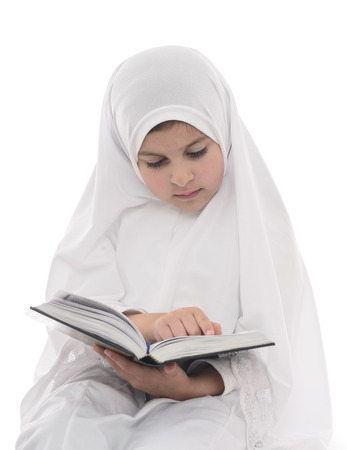 Young Muslim Girl Reading Quran Isolated on White Background Foto de archivo