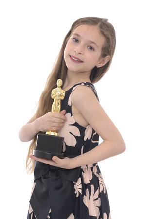 Feier: Winner Mädchen Mit Ihrem Trophy auf weißen Hintergrund