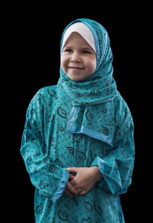 petite fille musulmane: Adorable petite jeune fille musulmane Plus Balck Contexte Banque d'images