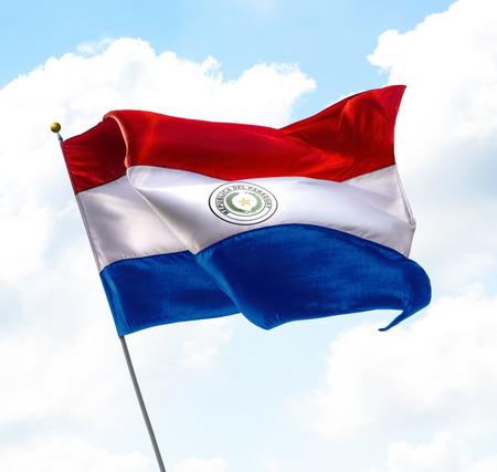 gewerkschaft: Flagge von Paraguay Aufgewachsen in den Himmel