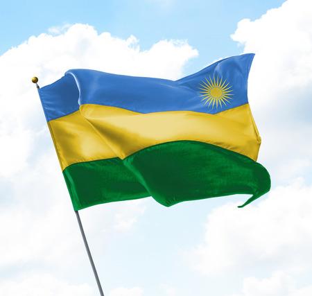 Flagge von Ruanda hoch in den Himmel