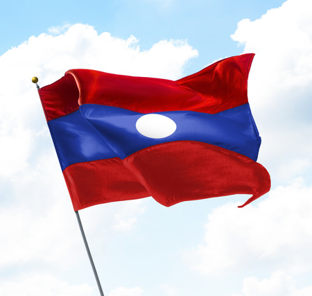 gewerkschaft: Flagge von Laos hoch in den Himmel