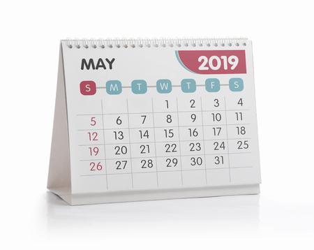Calendrier de bureau blanc mai 2019 isolé sur blanc