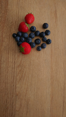 Healthy Berries on Wooden Background with textspace Imagens