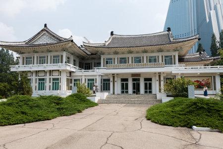 Pyongyang, North Korea - July 29, 2014: Pyongyang Embroidery Institute. 에디토리얼