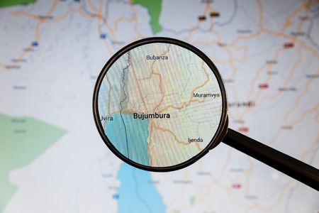 Buzhumbura, Burundi. Political map. City visualization illustrative concept on display screen through magnifying glass. Stockfoto