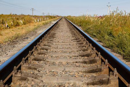 linea ferroviaria a binario unico, rotaie e traversine, binario ferroviario in Kazakistan