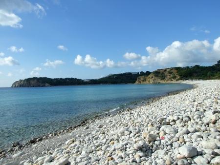イビサ島、スペインでのカラ ジョンダル ビーチの風景します。