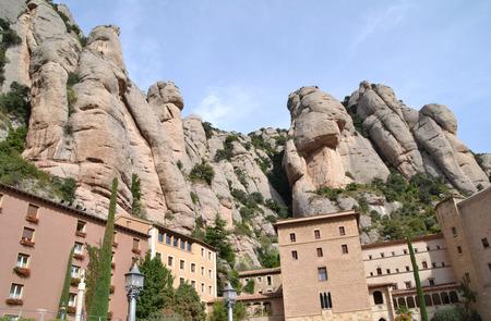 モンセラット修道院や山の景色