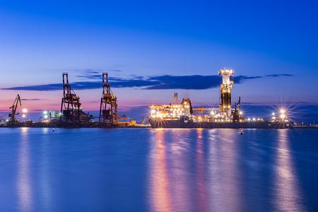 globetrotter: NOBLE GLOBETROTTER II - Drill ship Beautiful sunrise at Port of Burgas, Bulgaria Stock Photo