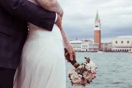 bride and groom in Venice Foto de archivo