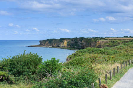It is an area located on the top of a cliff on the Normandy coast, on a sunny day. Banque d'images