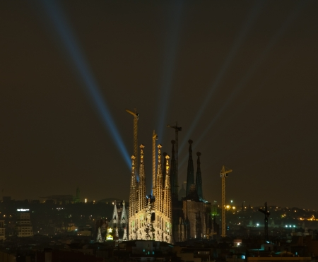 nightview: Nightview of La Sagrada Familia light beams from Montjuic in background, Barcelona, Espa�a