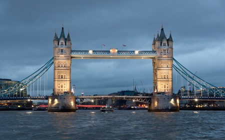 londre nuit: Front View of The Tower bridge, Londres, Royaume-Uni