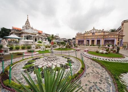 kolkata: Jainist temple and gardens in Calcutta, India