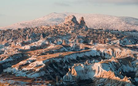 Uchisar, 카파도키아, 터키의 마을의 먼보기. 스톡 콘텐츠
