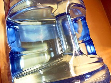 Tanque de agua potable para uso doméstico Foto de archivo