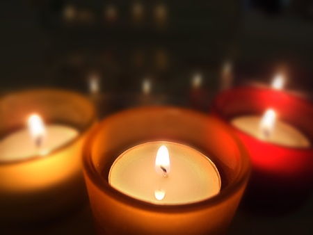Three carry-you guard of crystal with ignited candles