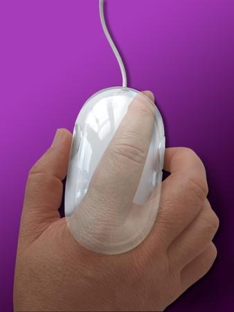 La mano transparente con el ratón