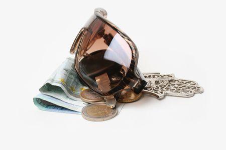 doorkey: Keys, sunglasses and money