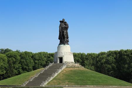Soviet War Memorial in the Treptower Park in Berlin Redactioneel