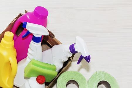 Detergents bottles, on wooden background light, close-up Banque d'images