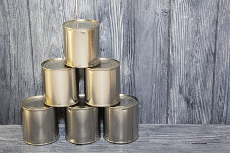 A number of closed metal sealed food cans, food supply, crisis. 스톡 콘텐츠