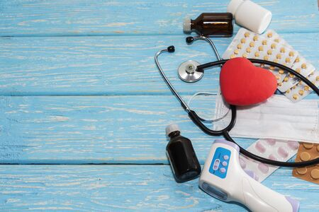 A heart with a stethoscope lies on a wooden background. Healthy heart 스톡 콘텐츠