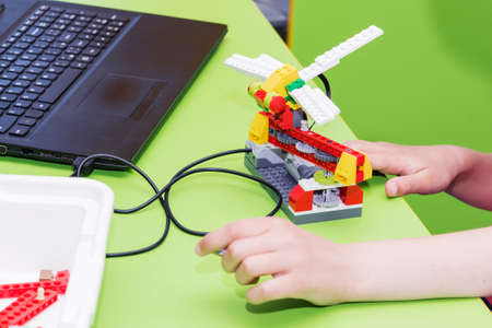 The child collects the designer. Activities for the children. Robotics.
