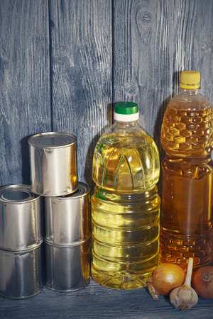 canned food and vegetable oil on a wooden shelf, food crisis. Imagens