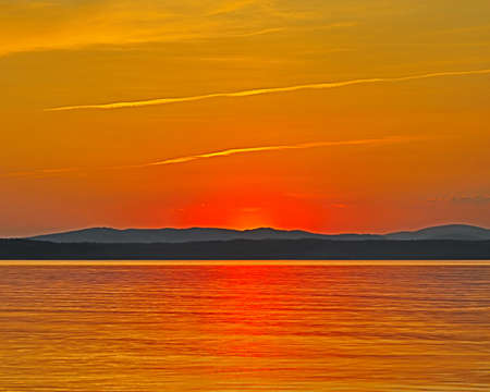 Landscape, sunset over the lake. Photo taken on the shores of Lake Uvilda, Chelyabinsk region, Russia. 版權商用圖片