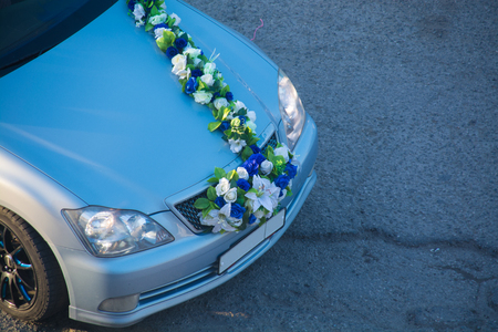 Wedding decorations for car flowers, white flowers. Car hood decorated with ribbon made from flowers. Reklamní fotografie