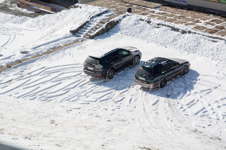Two cars on the parking. Winter day. Top view. Reklamní fotografie