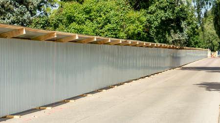 gray metal fence enclosing a construction site Foto de archivo