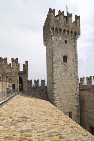 sirmione: Ancient city walls at SIRMIONE