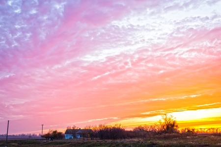 Sunrise, morning. Bright sun and clouds, countryside. Standard-Bild - 121482198