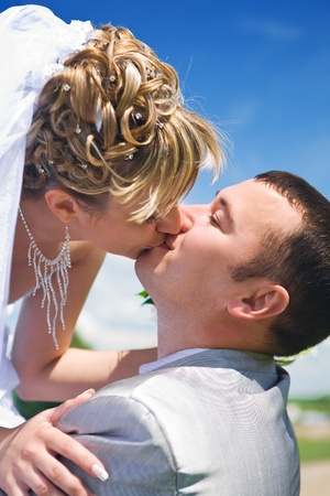 bride kiss groom photo